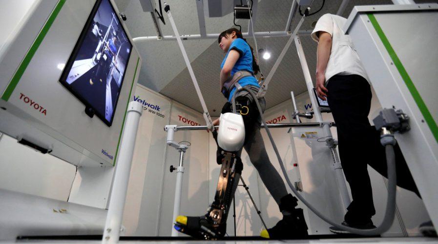 robots, Japan, Toyota, paralysis